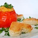Яйцо, запеченное в помидоре