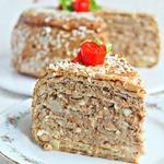 Блинно-мясной торт с соусом Бешамель