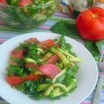 Салат с кабачком, щавелем и помидорами