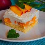Миндальные персиковые пирожные