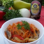 Острый овощной салат с куриными желудками