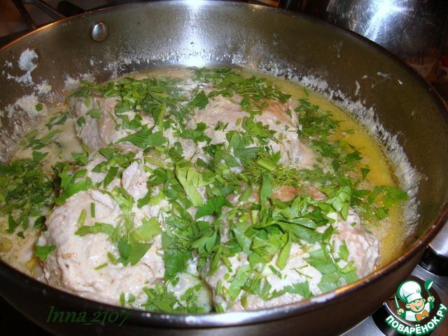 Курица в сметане на сковороде: рецепты приготовления с грибами и чесноком