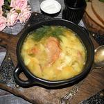 Гороховый суп с копчеными крыльями и чесноком