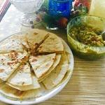 """Салат """"Гуакамоле"""" и овощные кесадильи"""