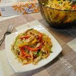 Корейский салат с курицей и овощами