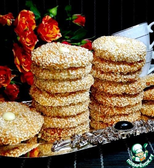 Кунжутное печенье с шоколадной пуговкой