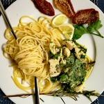 Спагетти со шпинатом, курицей и розмарином