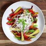 Жареные овощи с хрустящей лапшой