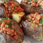 Запеченный картофель с начинкой из фасоли