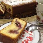 Мраморный йогуртовый кекс с ягодным пюре