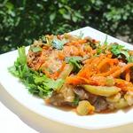 Свинина в овощном соусе с орехами