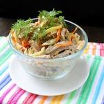 Салат мясной с огурцами