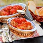 Свиные крученики в томатном соусе