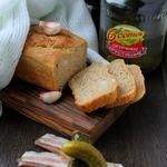 Хлеб с салом и огурцом