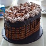 Шоколадный торт со сливочным кремом