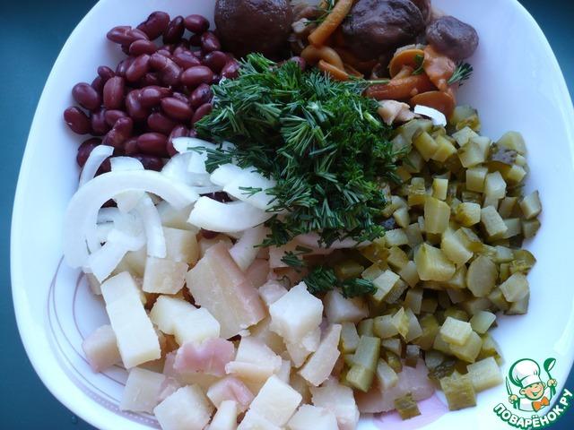 Салат деревенский с фасолью