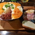 Салат с маринованной свеклой и горбушей