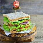 "Клаб-сэндвич с куриной грудкой ""Магги"""