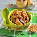 Куриное рагу с грибами в духовке