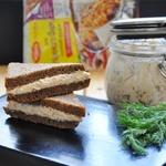 Сэндвич с рийетом из куриного филе