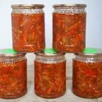Перец в томатном соусе с овощами