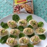 Салат из яиц, фаршированных курицей