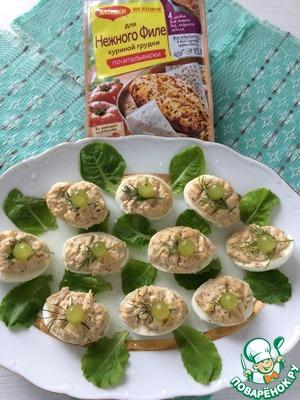 Рецепт: Салат из яиц, фаршированных курицей