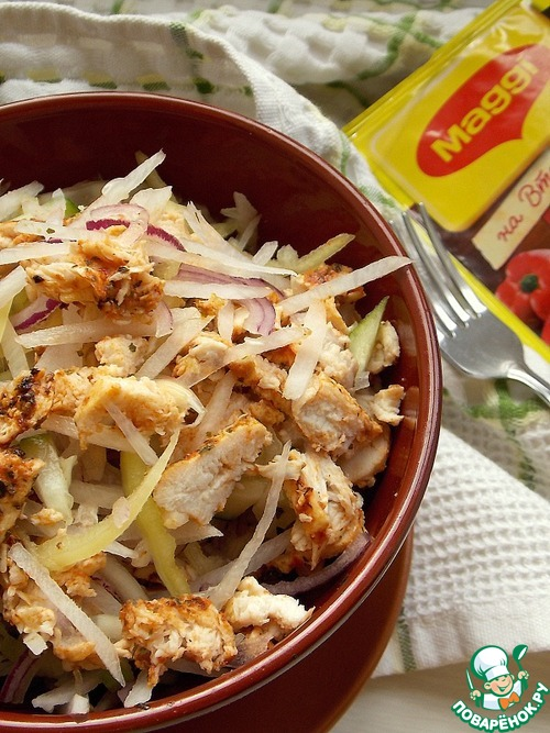Салат с дайконом и куриной грудкой