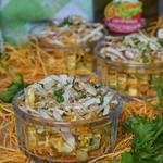 Салат с курицей и лавашом
