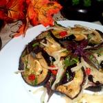 Баклажаны с луком и базиликом