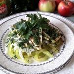 Оригинальный салат с яблоком