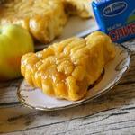 Яблочный пирог в карамельном соусе