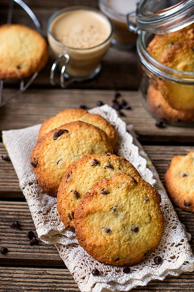 Хрустящее миндальное печенье с шоколадом