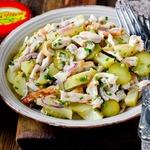 Картофельный салат с огурцами и курицей