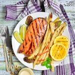 Семга гриль с фасолью и белым соусом