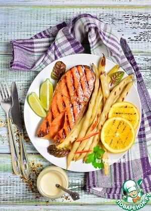 Рецепт: Семга гриль с фасолью и белым соусом