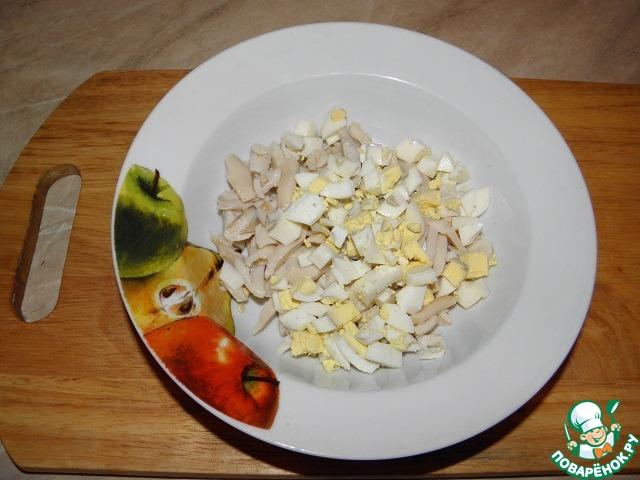 Салат с яичными блинчиками и кальмаром рецепт с