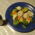 Паровые котлеты из кролика с овощами