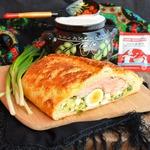 Кулебяка с горбушей, луком и яйцом