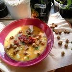 Гороховый суп с ребрышками и сухариками
