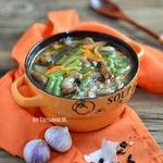 Гречневый суп с фасолью и опятами