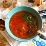 Постный борщ с фасолью и черносливом