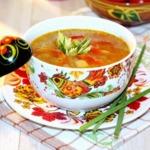 Чесночный суп с рисом и овощами