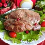Свиная лопатка, запеченная с чесноком