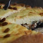 Творожный пирог с черносливом и курагой