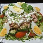 Салат из тунца с зерненым творогом