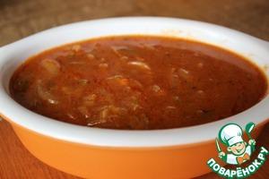 Рецепт: Красный соус с луком и огурцами