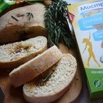 Хлеб с луковой начинкой и розмарином