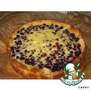 Рецепт Пирог дрожжевой с начинкой из черной смородины и сметанной заливкой