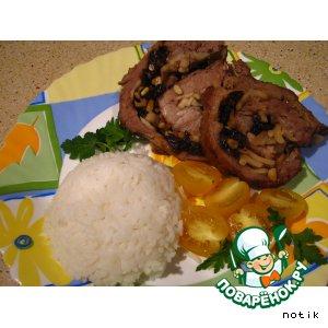 Как готовить Рулет из свинины с яблоками и черносливом домашний рецепт приготовления с фото